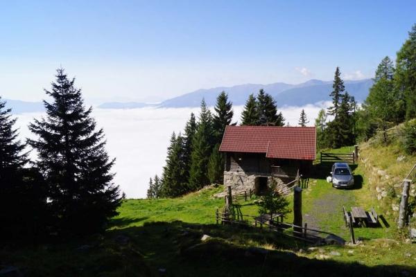 Tröbacheralm Hütte mit Aussicht